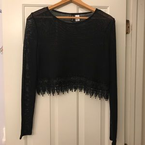 Cropped sweater with lace trim